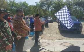 Anggota DPR RI Achmad Bagikan Sembako kepada Warga Rohul Kurang Mampu