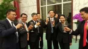Mengapa Jokowi Menyerahkan Tiga Bank Nasional kepada Cina?