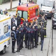 Polisi Paris Buru Tiga Penembak Brutal Charlie Hebdo