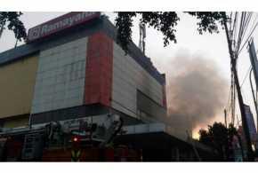 Ramayana Pasar Minggu Terbakar