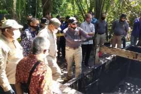 Polda Riau Bongkar Kilang Penyulingan Minyak Ilegal
