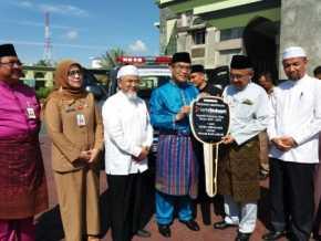Gubernur Riau Serahkan Beragam Bantuan Untuk Kepentingan Masyarakat