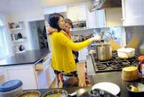 Istri Fokus Mengurus Rumah, Berpahalakah?