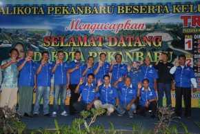 Wali Kota Pekanbaru DR. H. Firdaus, ST, MT Melantik Pengurus Pasar Cik Puan