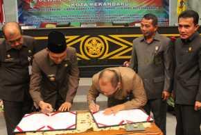Akhirnya Ranperda SMP Madani Pekanbaru dan Ranperda Pembentukan Kelurahan Kota Pekanbaru Disahkan