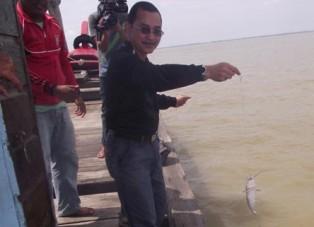 Pelampung Dari Dalam Perut Ikan Titusan di Rohil Keringnya Dihargai Rp10 Juta per-Ons
