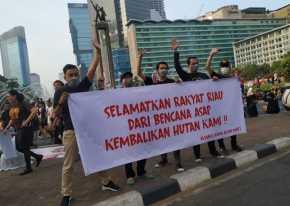 Tak Tahan Kabut Asap , Bobby, Hendri Marhadi DKK Ancam Mau Bunuh Diri di Jakarta