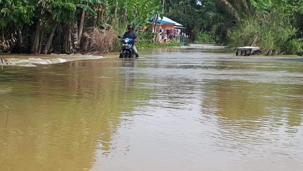 1.800 Rumah di Desa Teratak Buluh Kampar Terendam Banjir