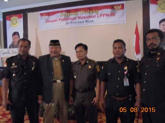 Ir Eko Soetikno Ketua Umum Dewan Pimpinan Nasional Lantik Pengurus LPPN RI Riau di hotel Grand Zuri