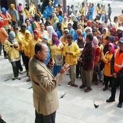 Tuntut Gaji,Ratusan Buruh Kebersihan dan Pertamanan Pekanbaru Serbu DPRD