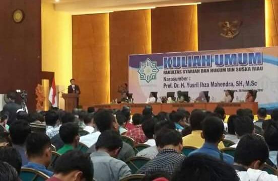 Yusril Bicara 'Hukum Islam' di Hadapan Ribuan Mahasiswa UIN Suska Riau