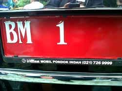 Memalukan, Ada Stiker Iklan Terpasang di Mobdin Pj Gubri