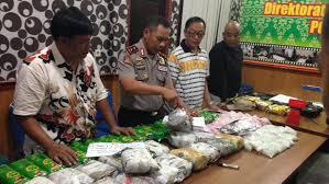 Polda Riau Tangkap 3 Kurir Pembawa  Sabu dan Ekstasi