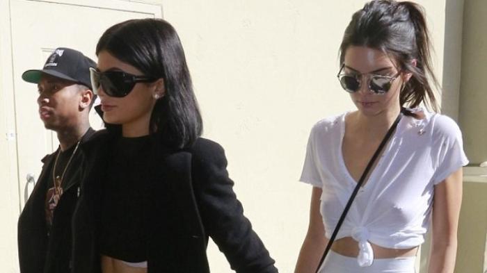 Tak Pakai Bra Bra, Penampilan Kendall Jenner Undang Perhatian
