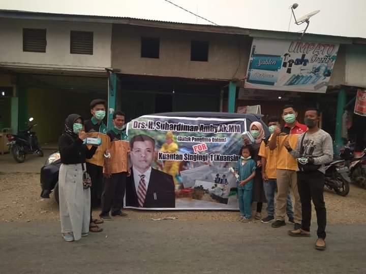 Relawan Suhardiman Bagi 10.000 Masker di Kuansing