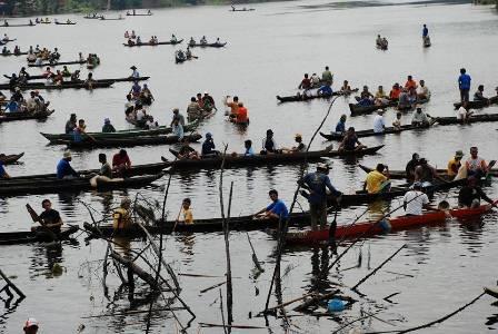Pesta Budaya Festival Maawuo di Danau Bokuok Desa Aur Sati Kecamatan Tambang