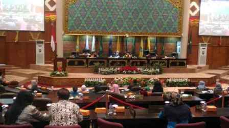 Melalui Sidang Paripurna APBD Riau 2017 Disahkan Rp10,45 Triliun