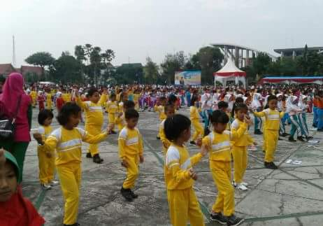 Senam Masal Siswa TK se Provinsi Riau di Halaman Kantor Gubernur Riau