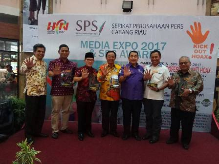 Gubernur Riau Gagal Raih SPS Riau Award 2017, Bupati Syamsuar Raih Advertising Relationship