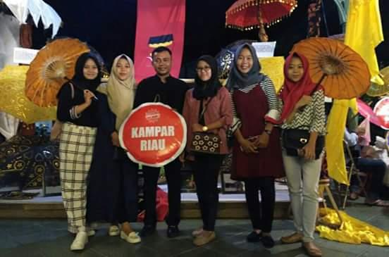 Kerajinan Payung Asal Kuntu Kampar , Tampil Pada Festival Payung Indonesia 2017 di Solo