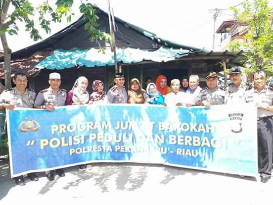 Tim Jum'at Barokah Polresta Pekanbaru Sambangi 2 Rumah Warga Tidak Mampu