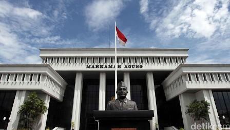 Hakim MA Ini Tolak Pencabutan Hak Politik Rusli Zainal Bekas Gubernur Riau