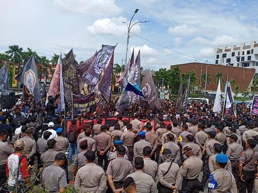 Ribuan Supporter Desak Gubernur Lebih Peduli PSPS