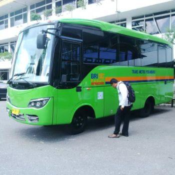 PD Pembangunan Terima Satu Unit Bus TMP Dari BRI