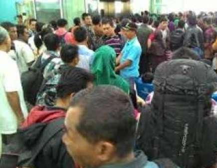 Asap Pekat, Ribuan Calon Penumpang Terlantar Di Bandara Pekanbaru