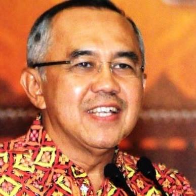 Gubernur Riau Bantu Mobil untuk Praktek Siswa SMK Otomotif se-Riau
