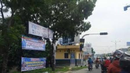 Alat Peraga Kampanye Ilegal Bertebaran di Pekanbaru