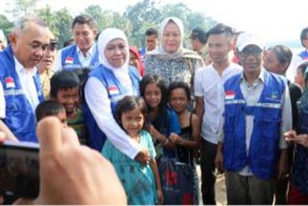 Galeri Foto Kegiatan Anggota DPRD Kampar Turun Kelapangan Dalam Rangka Peduli Banjir