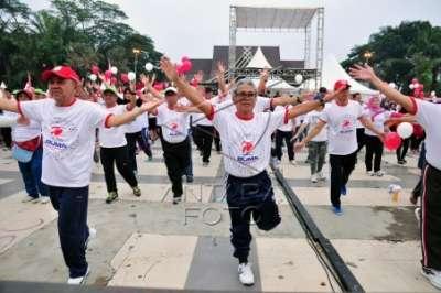 Ribuan Warga Dan Pejabat Senam