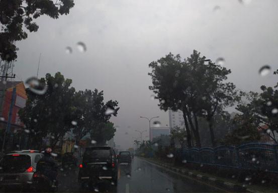 Hujan Disertai Petir dan Angin Kencang akan Mengguyur Riau