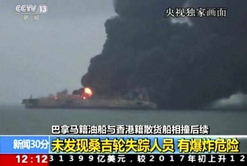 Hari Ketiga, Kapal Tanker Iran di Cina Masih Terbakar