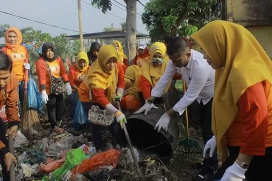 Kegitan Srikandi Bersih Srikandi Berbagi di Kelurahan Delima Sukses Dilaksanakan