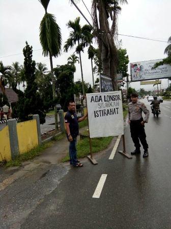 Pengusaha Travel Sumbar-Riau Naikkan Tarif Karena Longsor