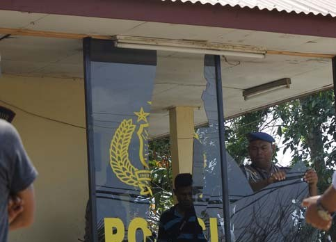 Kenapa Polisi Kita Selalu Jadi Sasaran Amukan, Sekitar 10 OTK Hancurkan Pos Polisi Jalan Riau
