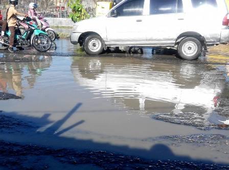 Jalan Pemprov Garuda Sakti Rusak Parah, Gubernur Riau Riau Jangan Tutup Mata
