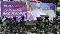 Copoti Spanduk HRS, Aparat TNI Bersitegang dengan Massa FPI