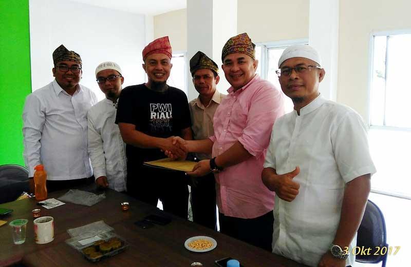 Pengurus PWI Riau Asril Dharma, Tiga Kali ke Mekkah dengan Gratis