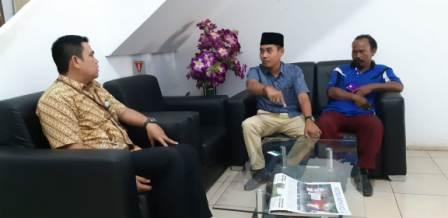 Ketua Komisi IV DPRD Inhu Kembalikan Kartu BPJS Kesehatan