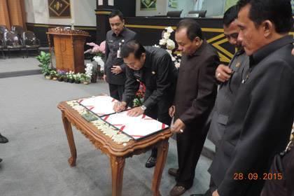 DPRD Sahkan APBD-Perubahan Kota Pekanbaru 2015
