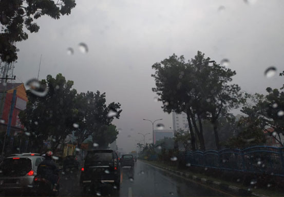 Waspadai Hujan Disertai Petir dan Angin Kencang