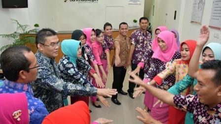 Dirut Bank Riau Kepri DR Irvandi Gustari Hadiri Morning Briefing di jaringan kantor Bank Riau Kepri