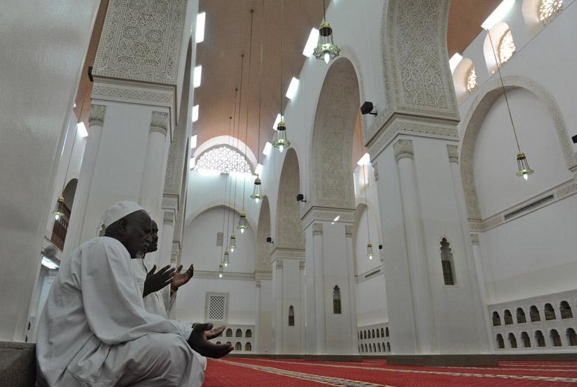 Tuntunan Qanaah dalam Islam dan Wasiat Tabib Yunani Tersohor