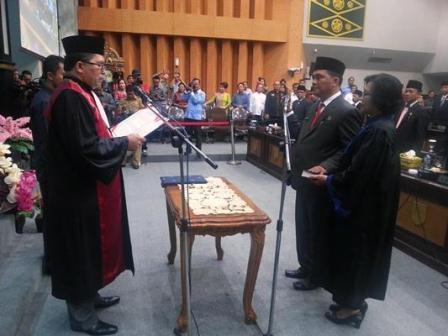 Galeri Foto : Jhon Romi Sinaga Resmi Dilantik Sebagai PAW Wakil Ketua DPRD Pekanbaru